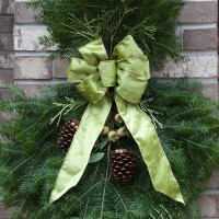 Using a combination of Balsam Fir, Cedar and Pine, the Wintergreen Spray is trimmed with the same elements as the Wintergreen Wreath.